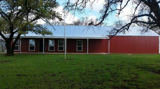 Front view of a barndominium in Texas